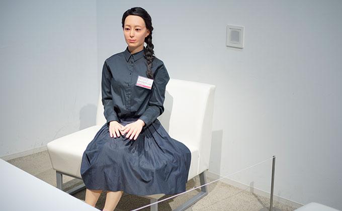 日本科学未来館 人間そっくりなロボット、「オトナロイド」
